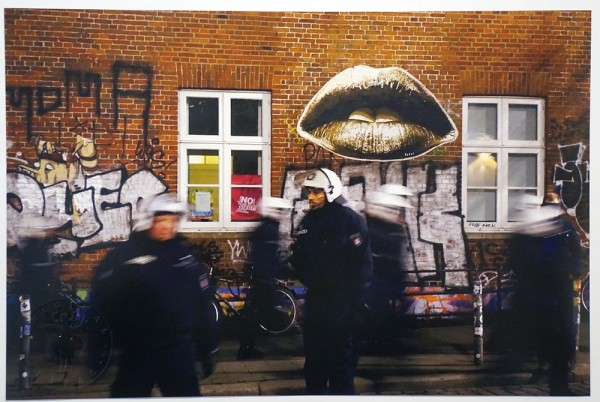 "Fatal: ""Lips"" and Police in Hamburg - Photo, Colour - salzigberlin"