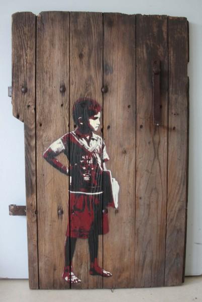 "Tona: ""Schoolboy""  Größe: 58x86cm Material: Sprühlack auf alter Holztür"